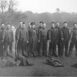 Gosford - recruits early in the war.jpg