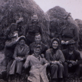 WLA girls and convalescent soldiers, Saltoun.jpg