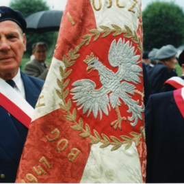 Polish war veterans & flag.jpg