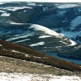 Snowclad Hopes and surrounding hills.jpg